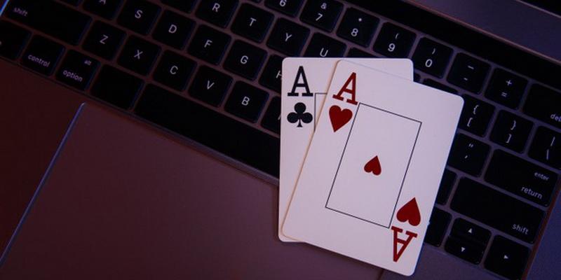 Du tūzai - tai pradinės kortos, su kuriomis žaidžiami nemokami žaidimai kortomis