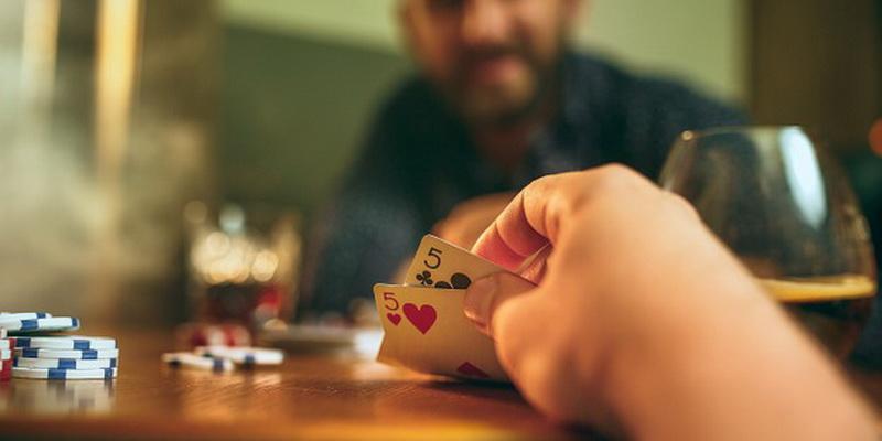Dvi nelabai geros kortos yra pokerio taktikos - dalinis blefavimas - dalis