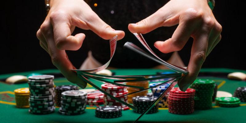 Kortų maišymas poker Texas Holdem žaidime
