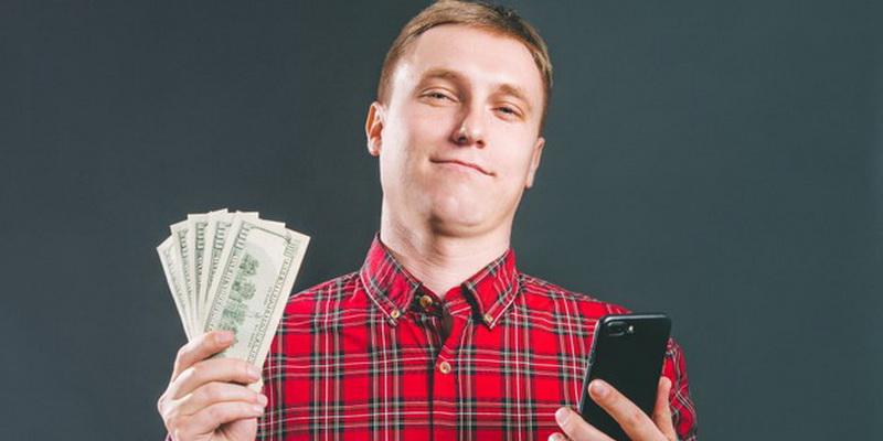 Pokeris iš pinigų internete - telefonas pinigai ir laimėjęs žmogus