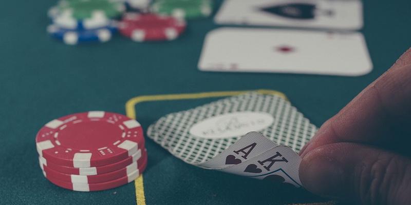 Pradinės kortos - pokeris - kombinacijos