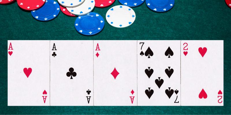 Trys vienodos - pokerio kombinacijos lietuviškai