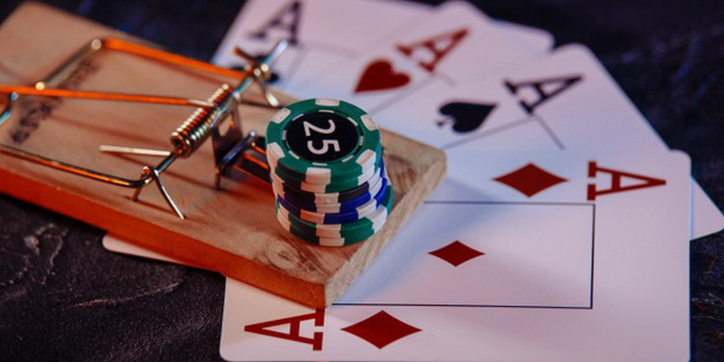 Žetonai, kortos ir poker taktika, kuri jus įtraukia į spąstus - pokerio patarimai, kad nepakliūtumėte į juos