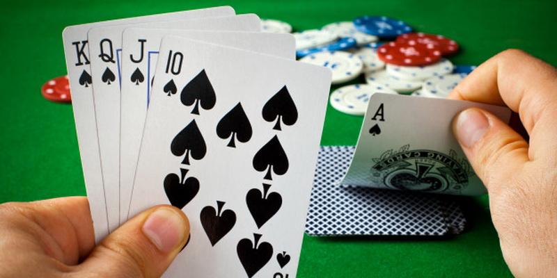Texas Holdem pokerio taisyklės ir kombinacijos - karališka spalva