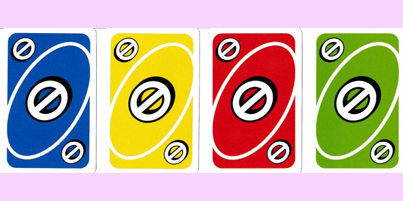 Uno kortos žaidimas ir praleisti ėjimą kortų kiekis