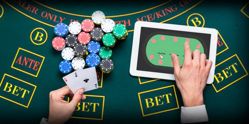Žetonai, kortos ir virtualus žaidimas - legalūs pokerio kambariai Lietuvoje